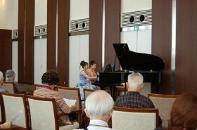 姉妹で奏でるピアノコンサート